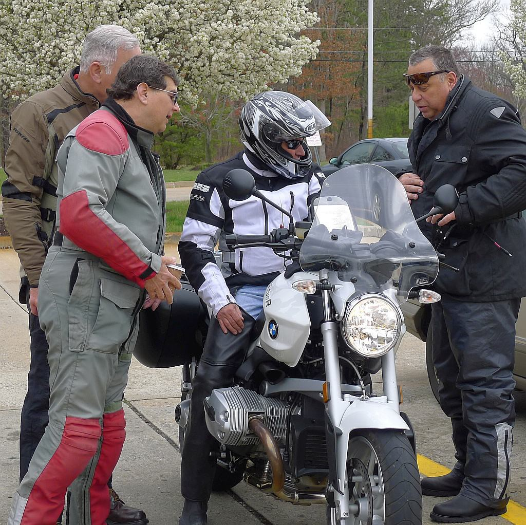 Harold looking at Greg Wright's R1200R. Clockwise: Harold, Joe Karol, Greg on the bike, Mike Lamberti
